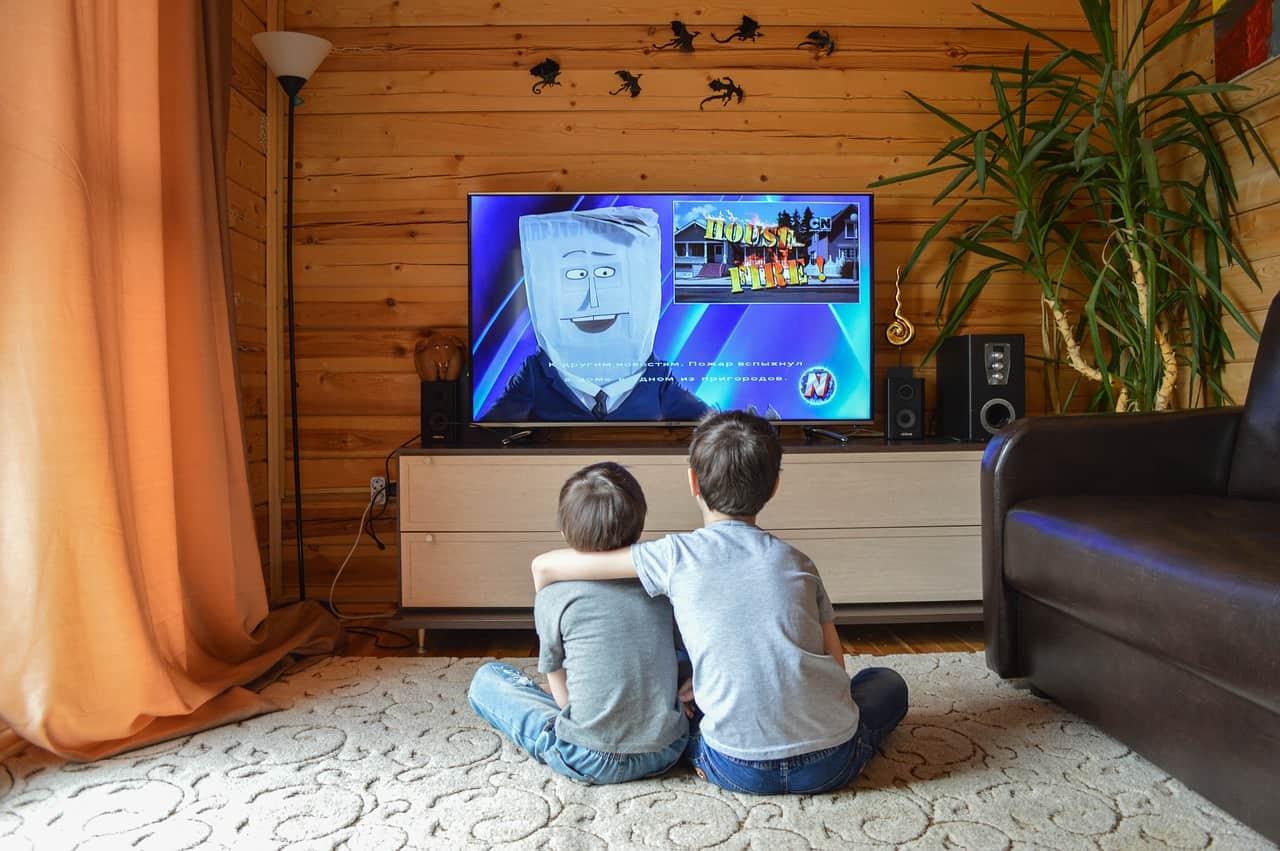 ילדים צופים בסרט